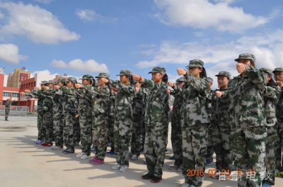 军事训练营_2016年兰州高级中学军事训练营开营 万余名学生参加