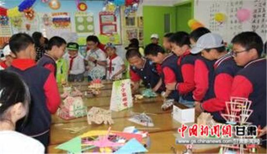 此次活动学校秉承体验科学,快乐成长的活动主题,旨在培养孩子科技创新