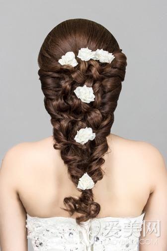 韩式新娘发型步骤 花朵点缀更浪漫